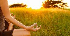 meditadora-campo